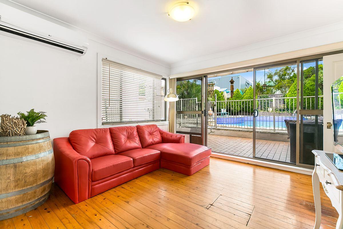 Luxury real estate charming single level cottage
