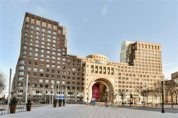 Mansions in premier penthouse atop Rowes Wharf