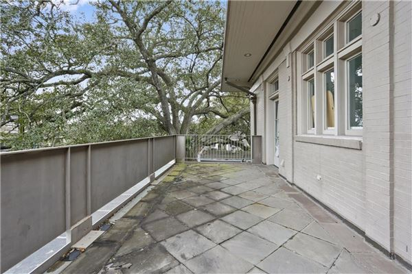 beautiful totally renovated home on oversized lot luxury real estate
