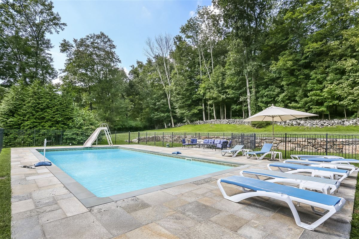 Luxury properties Welcome to Paradise in north salem