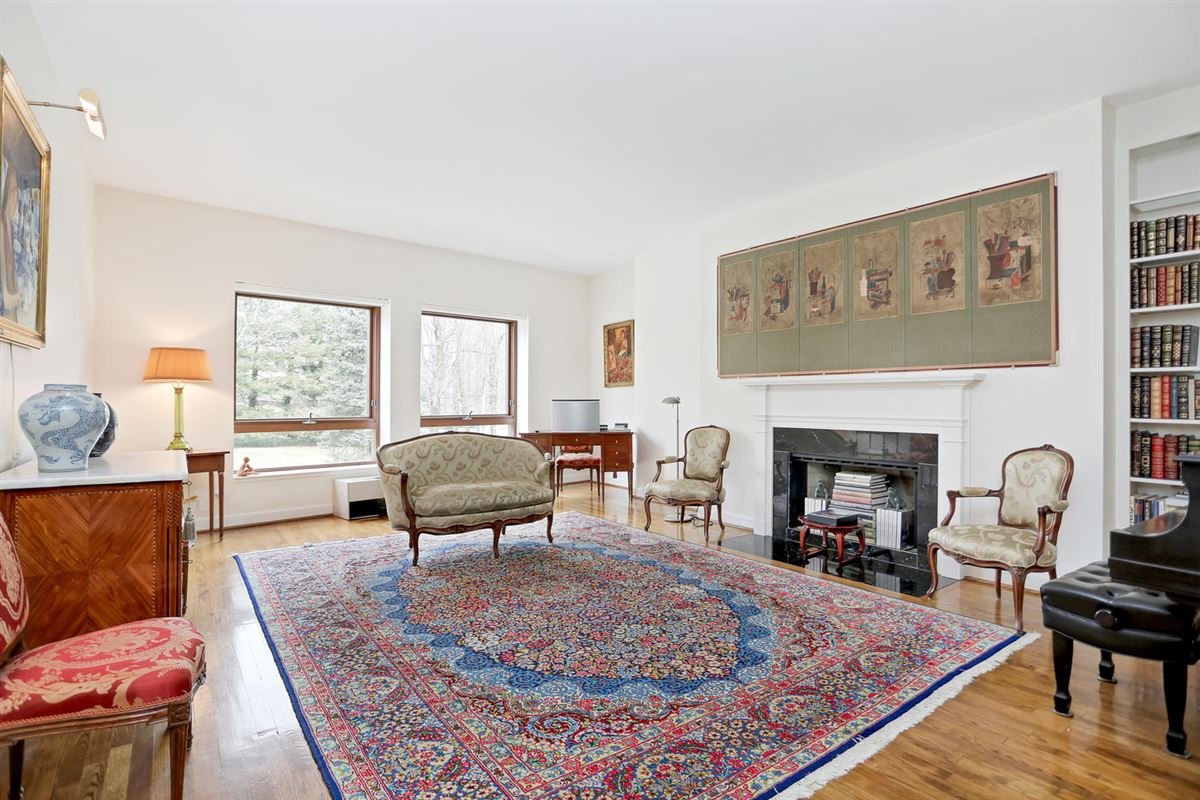 Luxury properties Beautifully Maintained Home in Greenwich