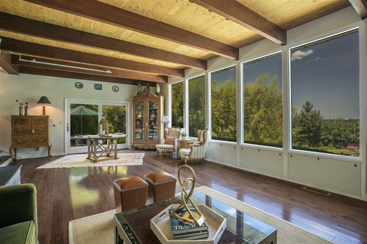 Luxury homes distinct mid-century home