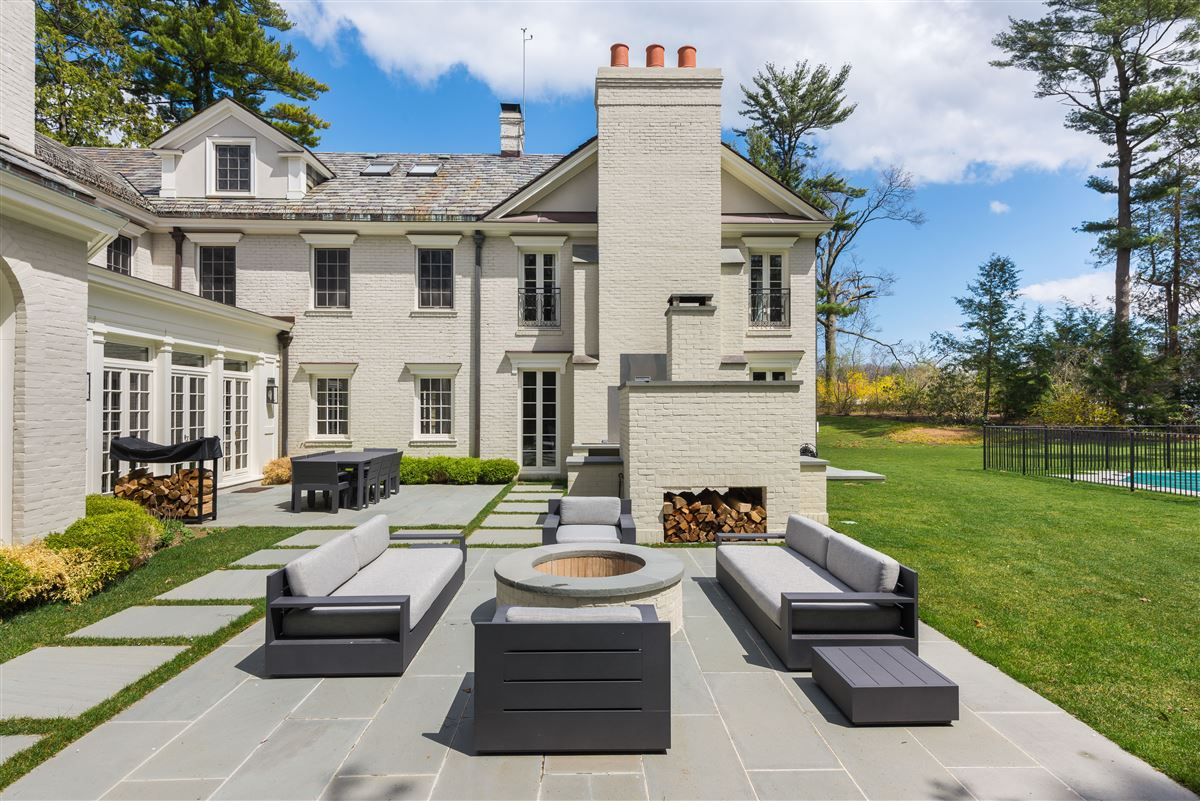 Luxury real estate renovated waterfront Georgian Colonial
