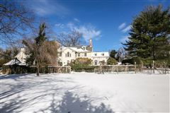 Stately Murray Hill colonial luxury real estate