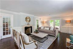 Mansions in stunning recently renovated colonial