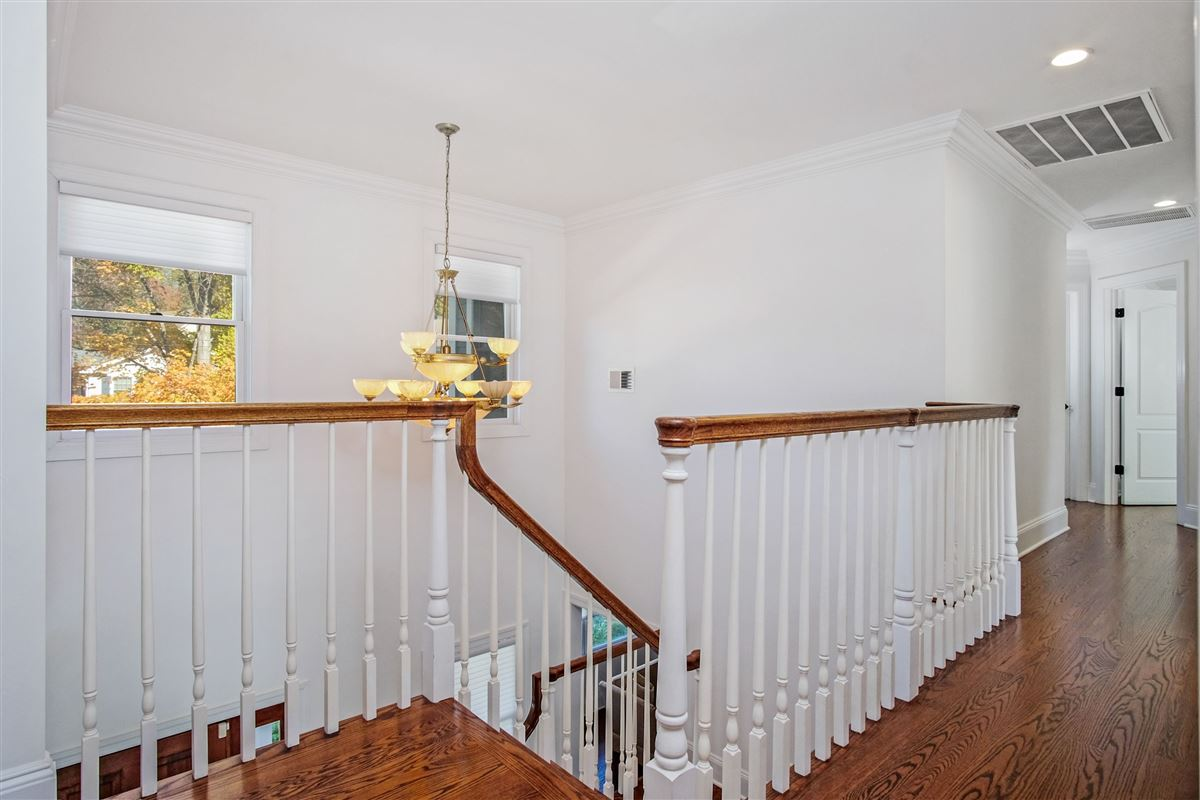 Luxury homes in spacious and sun-filled Colonial in Rye City