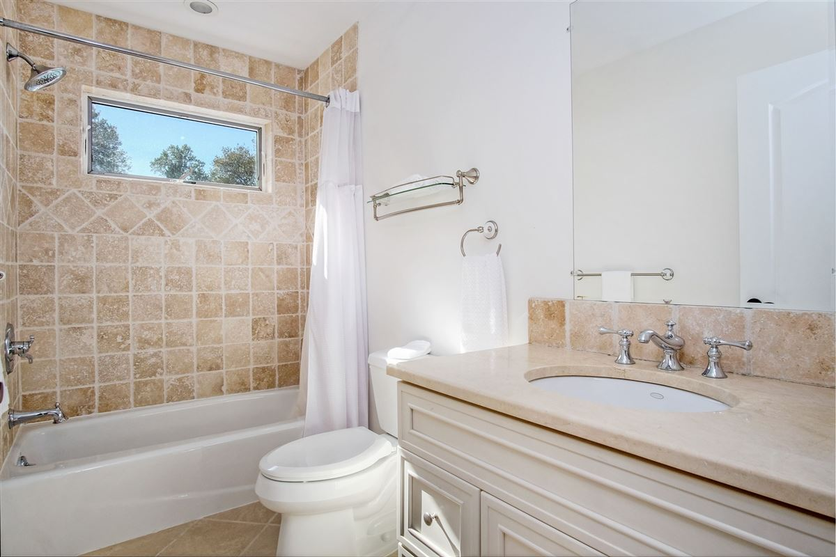 Luxury real estate spacious and sun-filled Colonial in Rye City