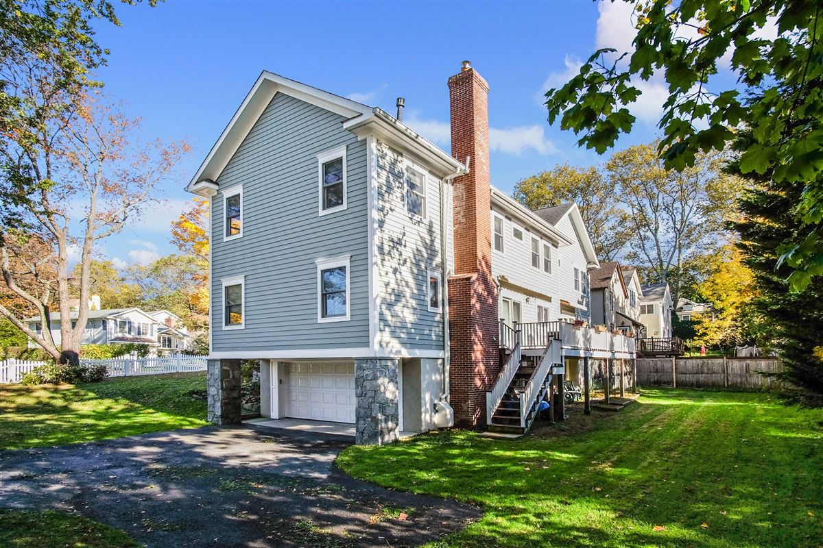 Luxury properties spacious and sun-filled Colonial in Rye City