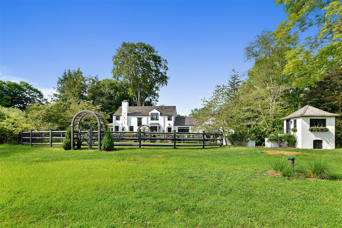 Luxury homes In town country living at its best