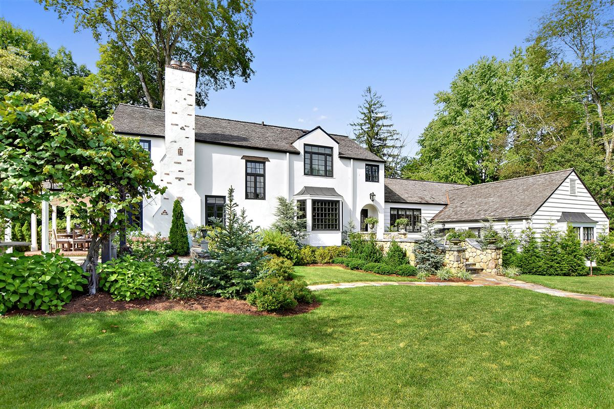 Luxury homes in In town country living at its best
