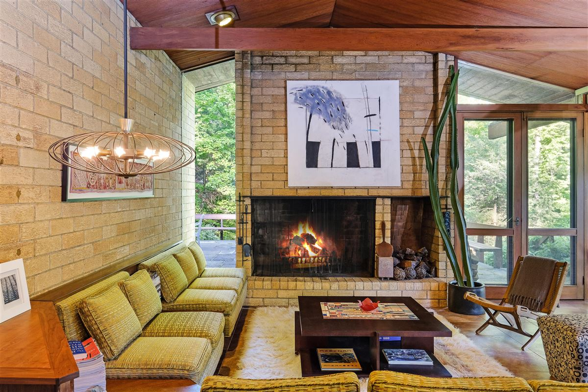 Luxury properties THE LEW RESIDENCE