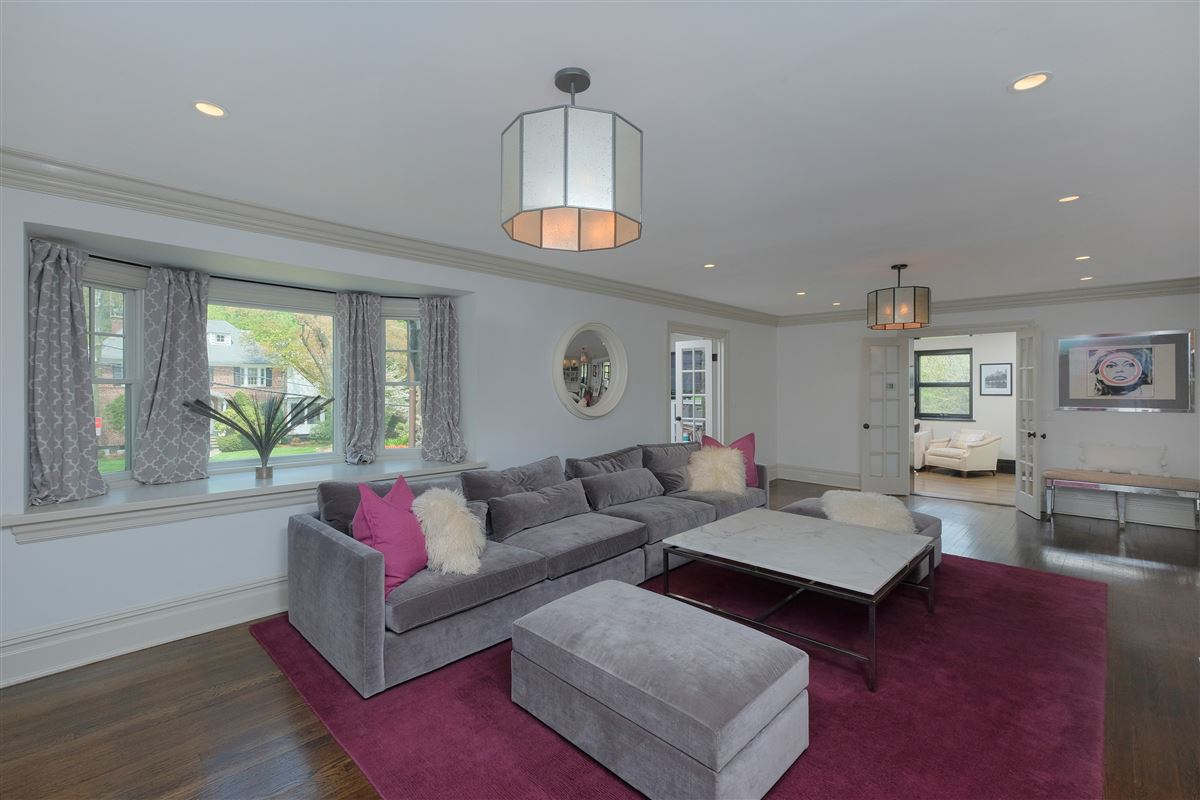 Luxury properties spectacular renovated Wykagyl Park home