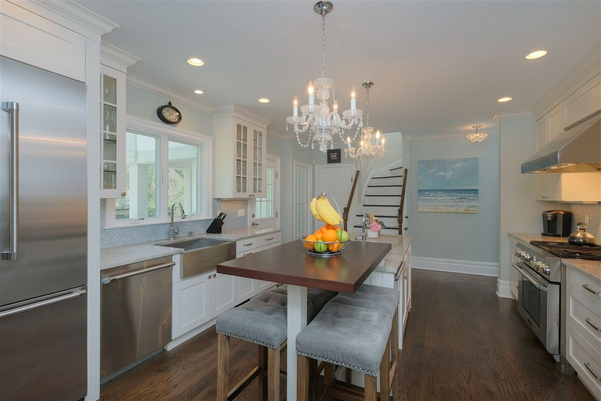 Mansions spectacular renovated Wykagyl Park home