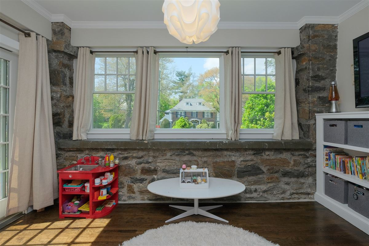 Luxury real estate spectacular renovated Wykagyl Park home