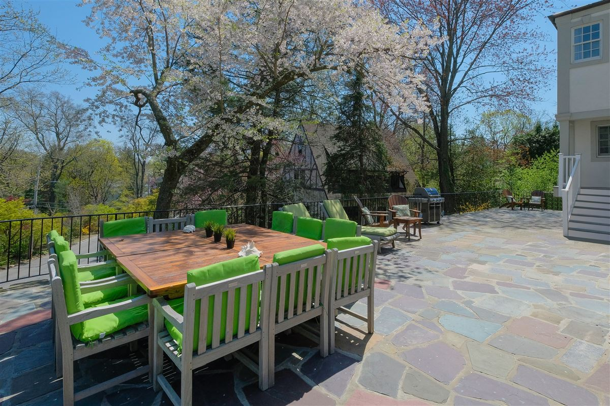 Luxury homes in spectacular renovated Wykagyl Park home