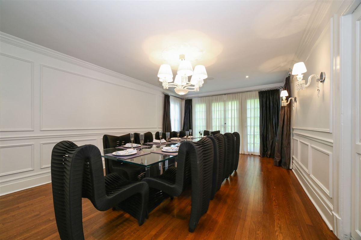 Luxury properties an exquisite Mediterranean in Beechmont Estates