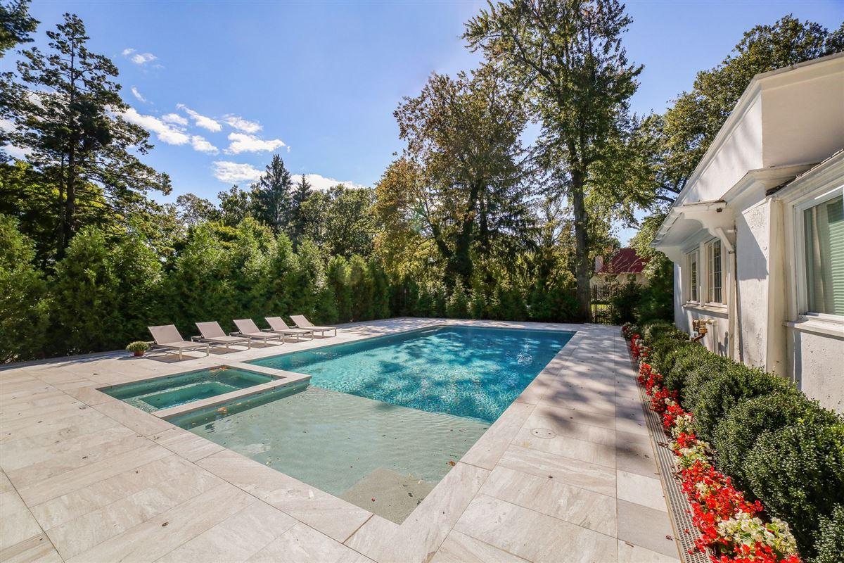 Luxury homes in an exquisite Mediterranean in Beechmont Estates