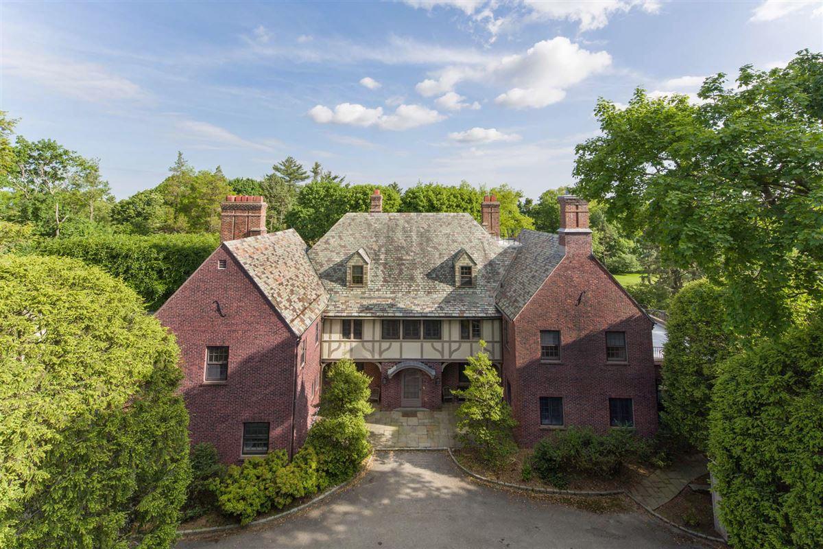 Hidden Brook luxury homes