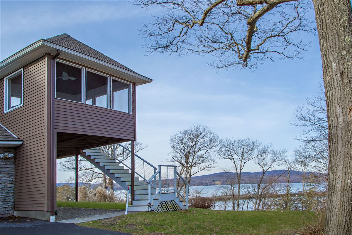 Luxury properties Your own Hudson River paradise