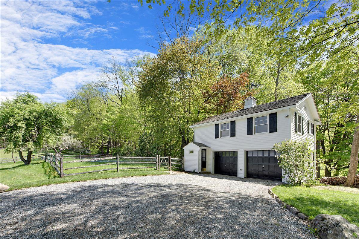 Wonderful quintessential farm house luxury properties