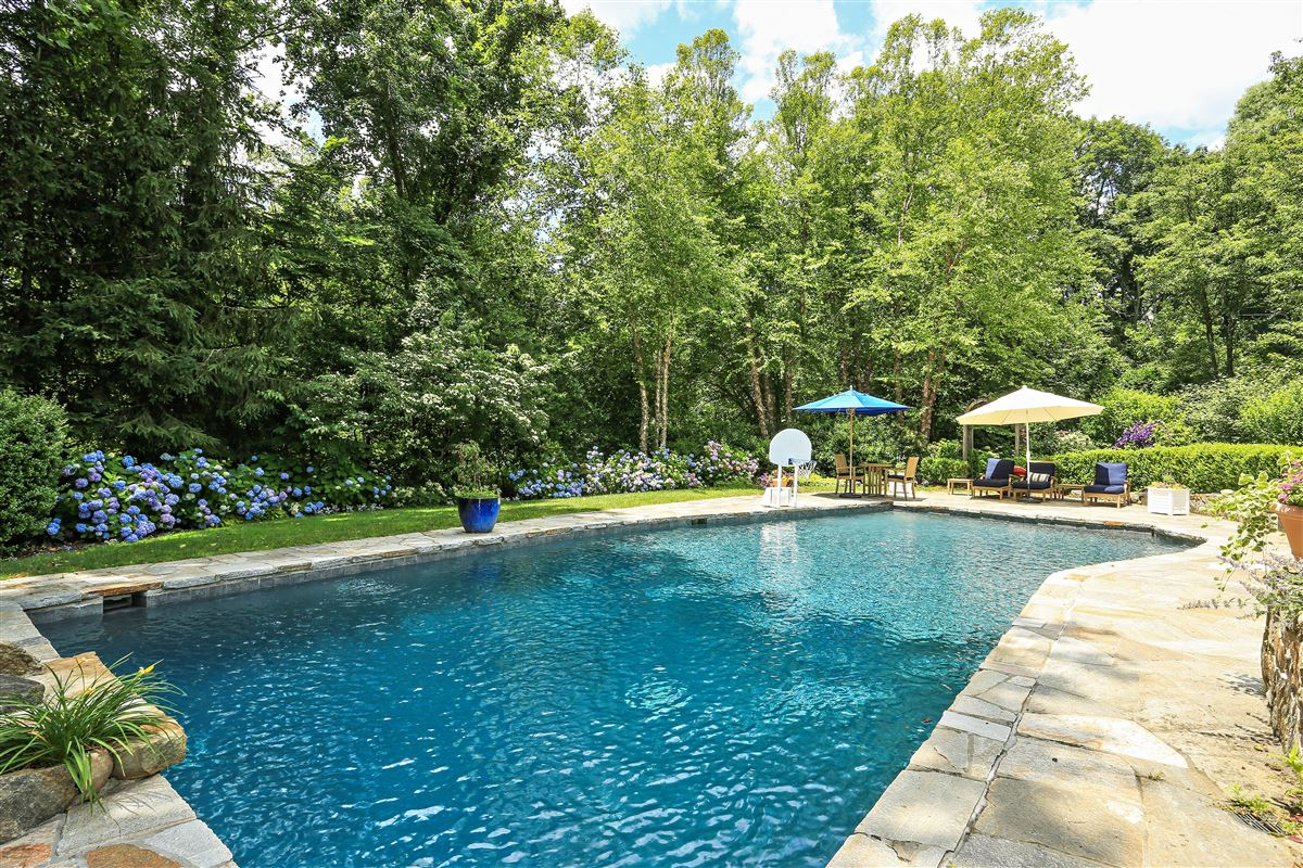 Luxury properties Scarsdale private sanctuary