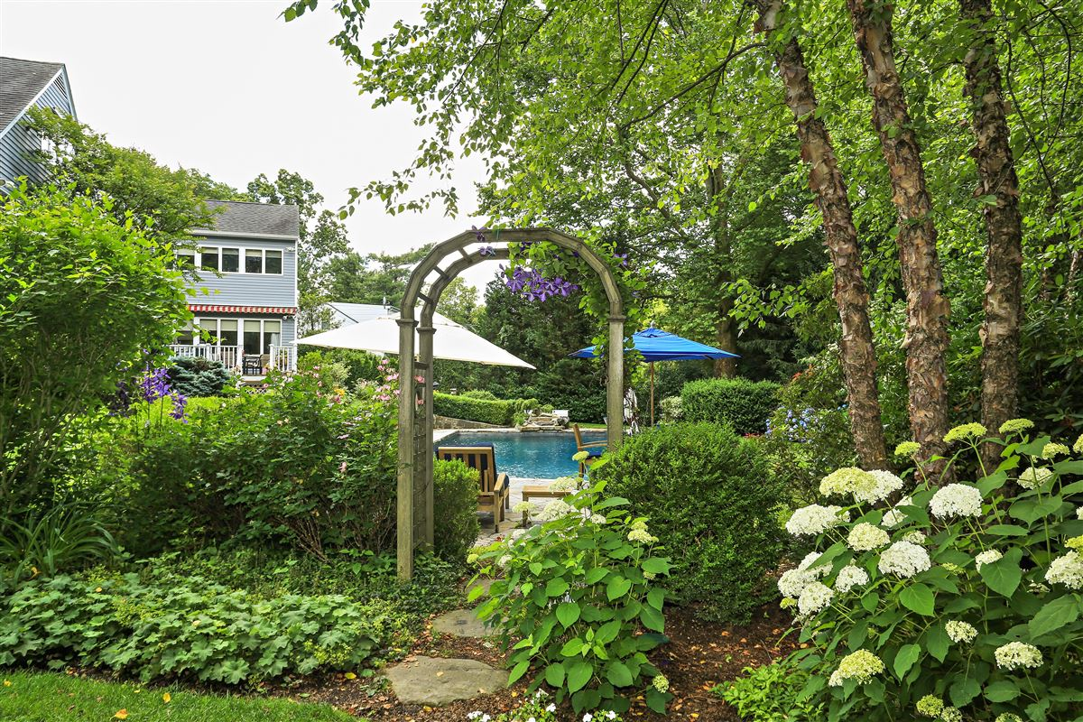 Scarsdale private sanctuary mansions
