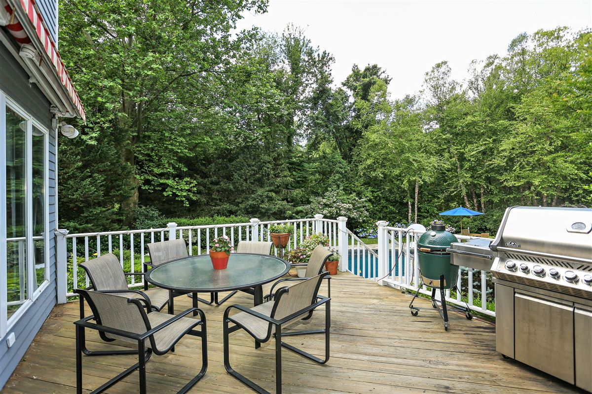 Luxury homes in Scarsdale private sanctuary