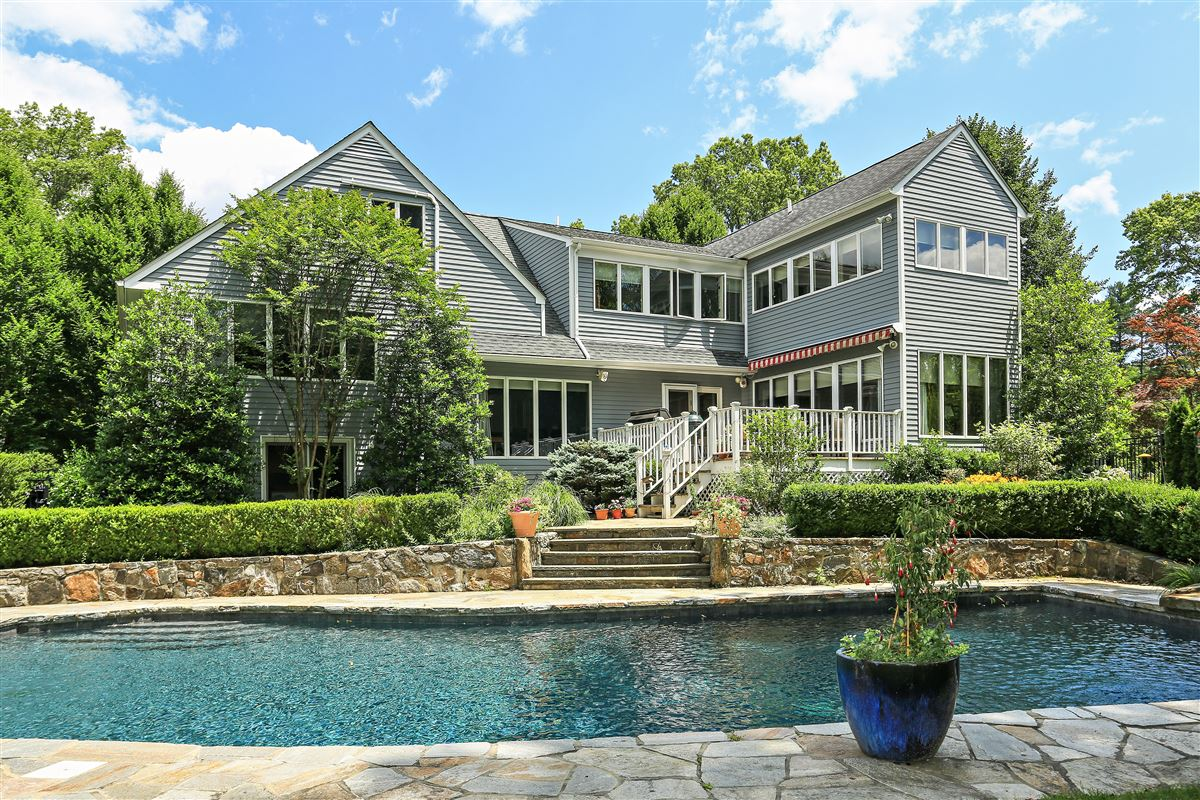 Mansions in Scarsdale private sanctuary
