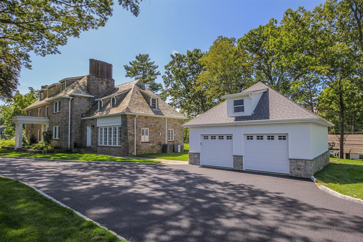 Luxury homes elegant Stone Manor Colonial