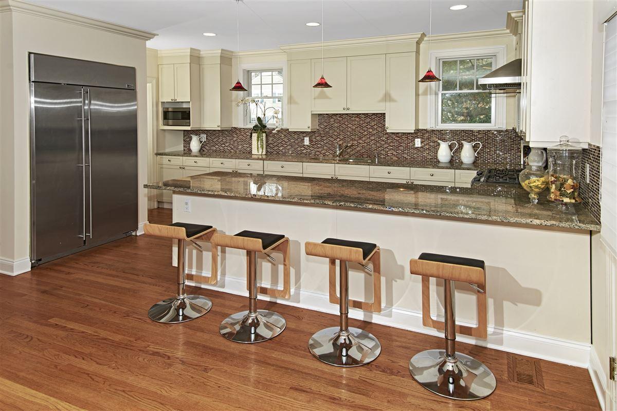 quality Glen Oaks Colonial luxury real estate