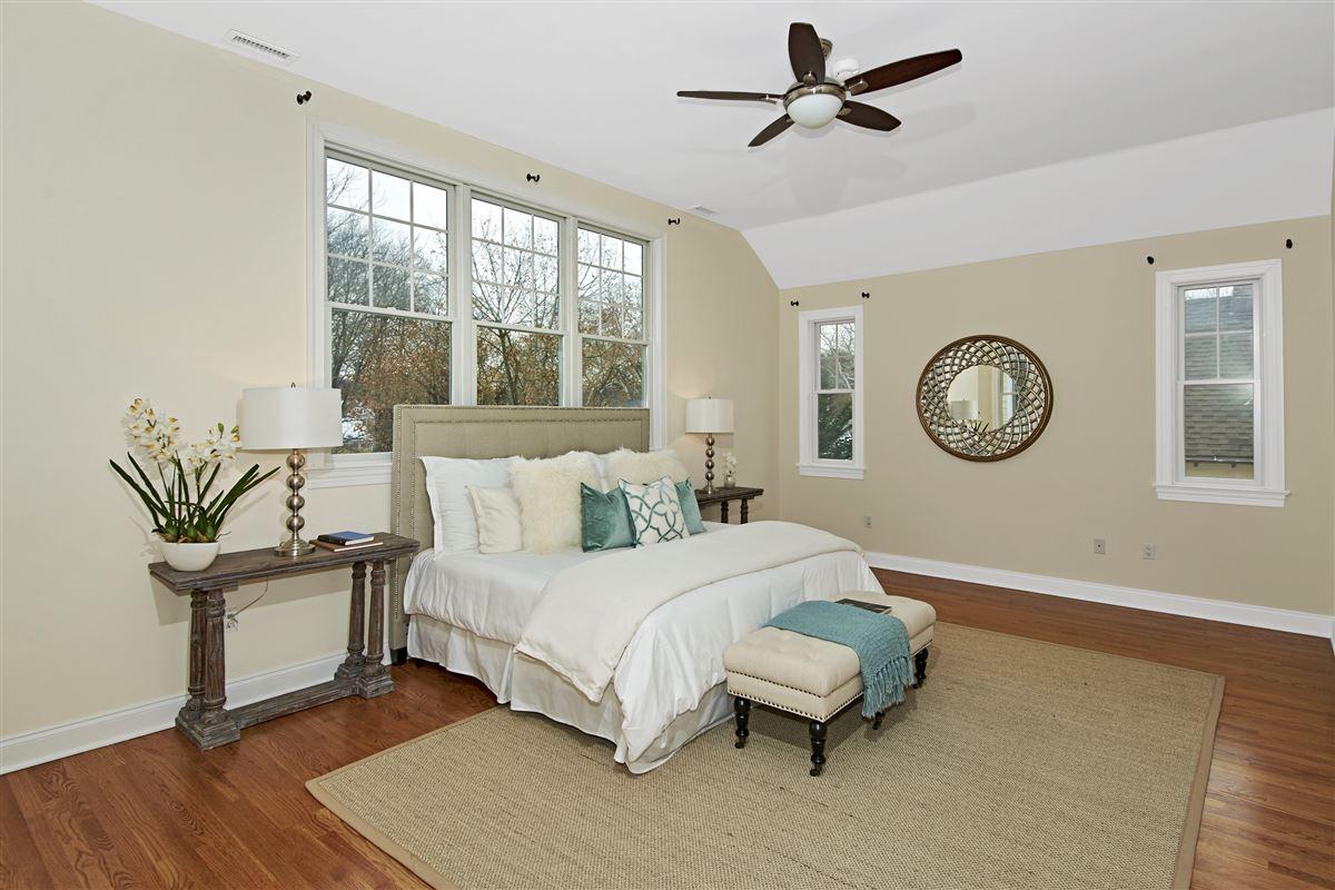 quality Glen Oaks Colonial luxury properties