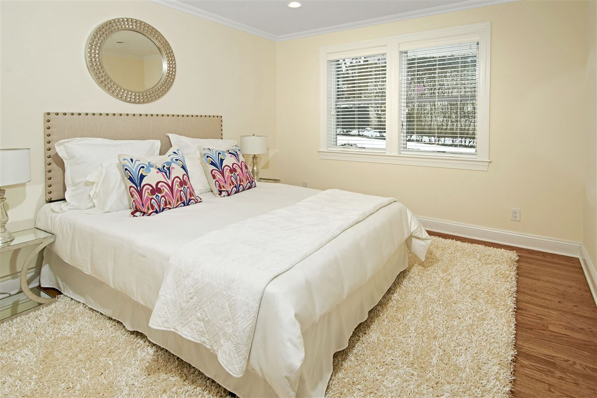 Luxury homes quality Glen Oaks Colonial