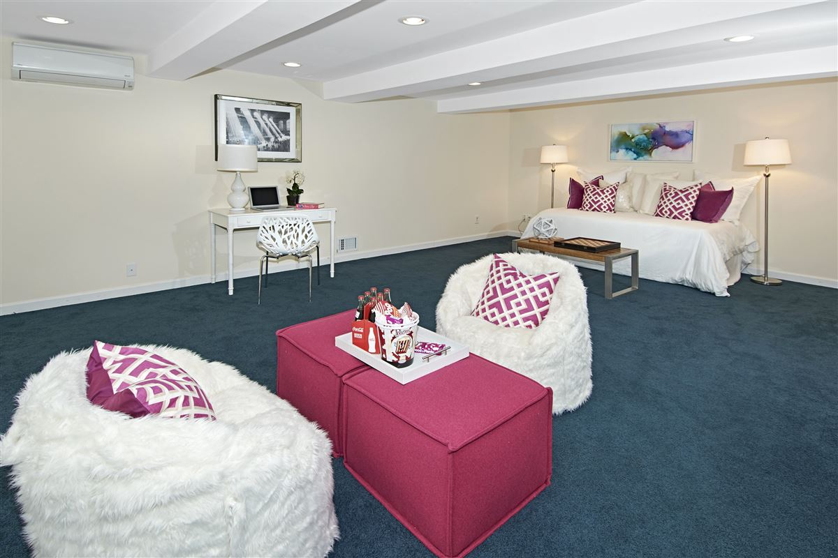 quality Glen Oaks Colonial luxury homes