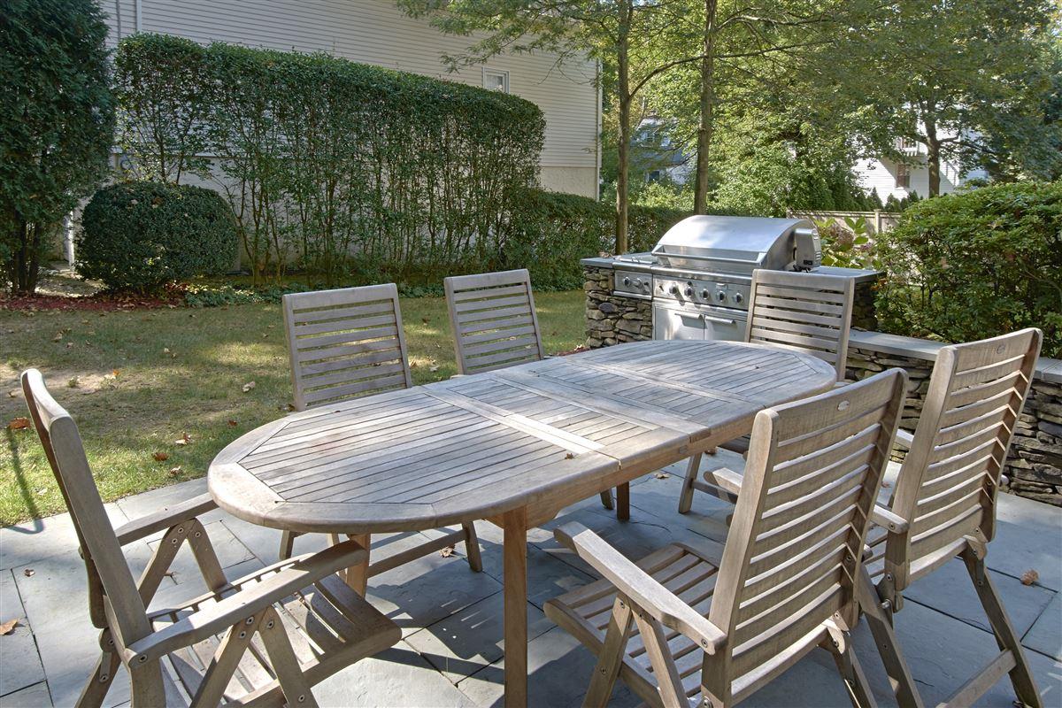 Luxury properties quality Glen Oaks Colonial