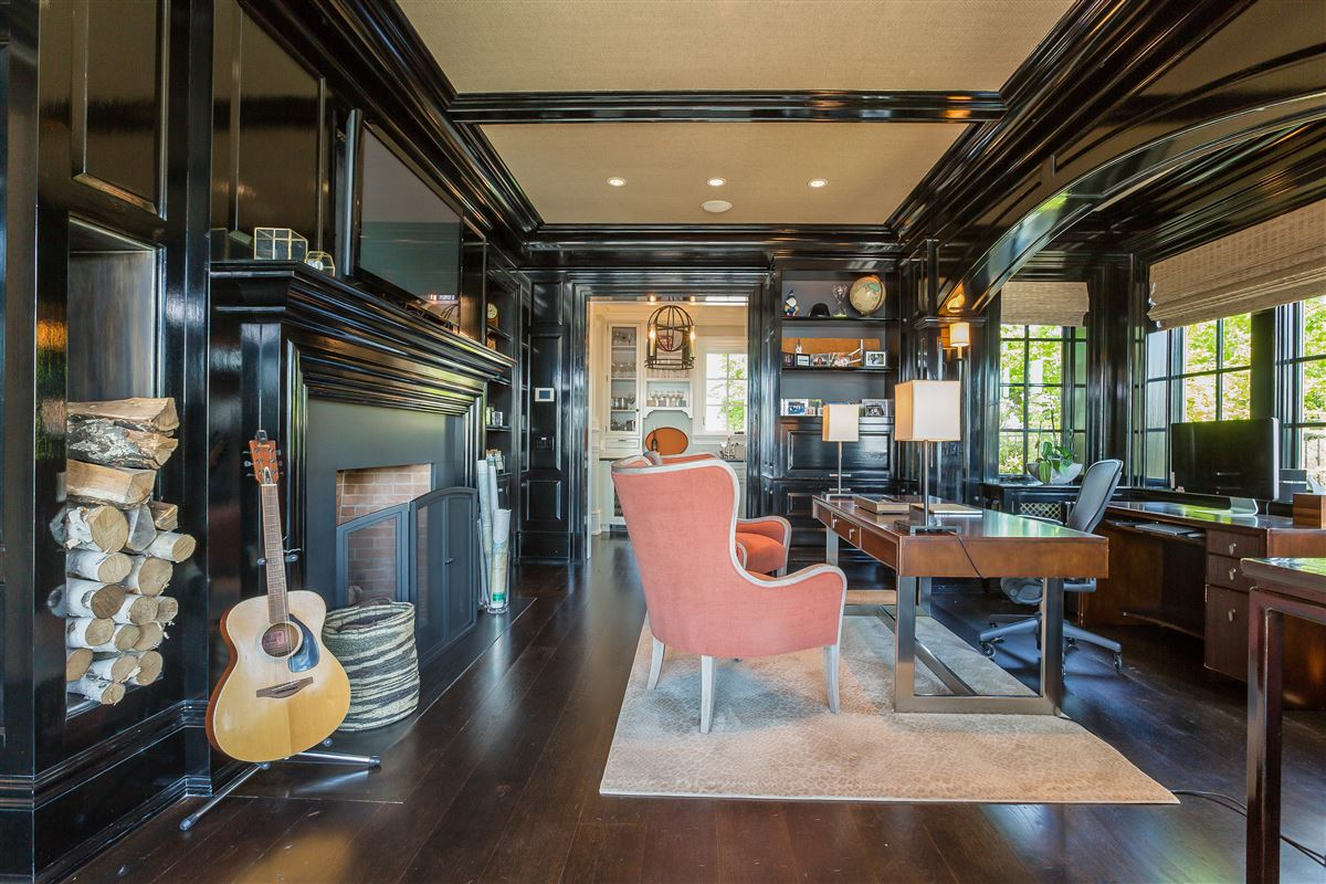 Luxury homes Lounge By The Pool In This High-End Home In Darien
