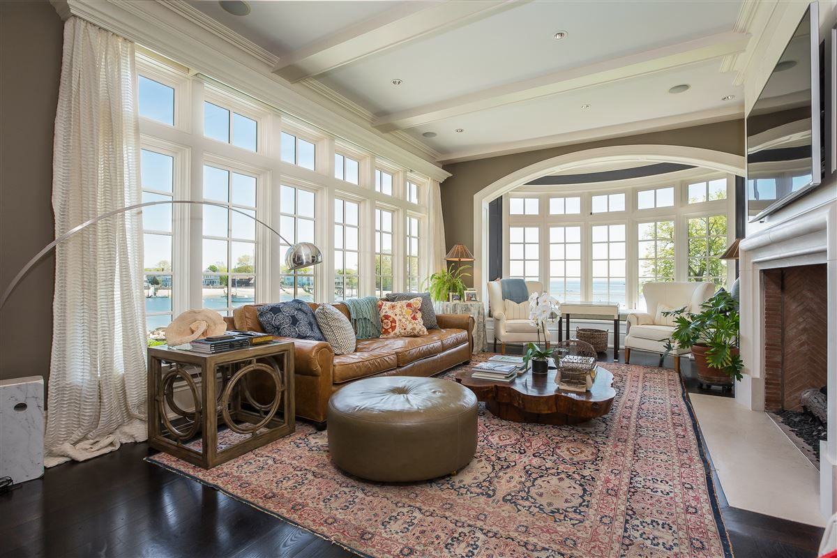Mansions Lounge By The Pool In This High-End Home In Darien