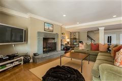 Lounge By The Pool In This High-End Home In Darien luxury properties