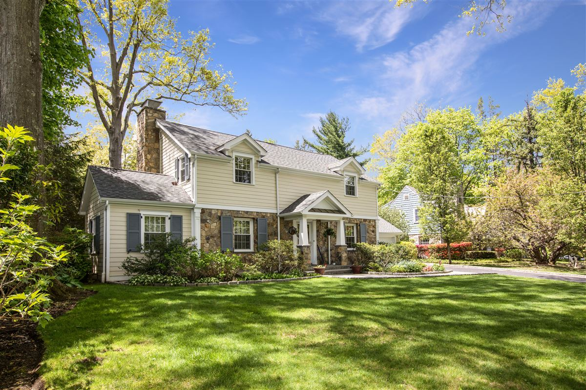 modernized classic colonial in mint condition luxury properties
