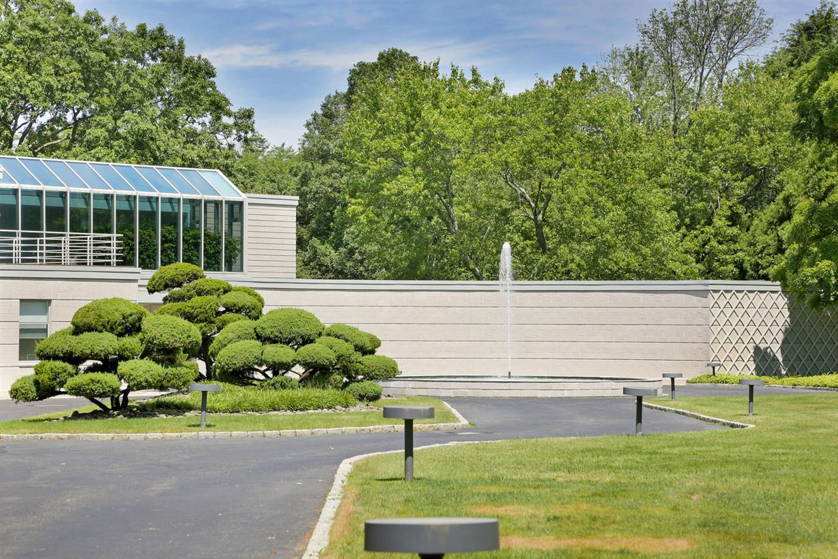 the Hamptons in Greenwich luxury homes