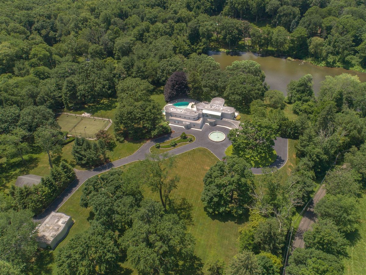 the Hamptons in Greenwich luxury real estate