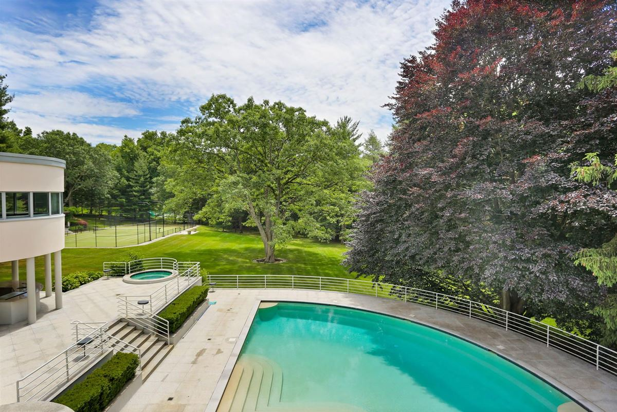 Luxury homes in the Hamptons in Greenwich