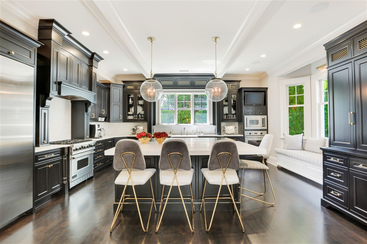 Luxury homes updated home in great riverside location