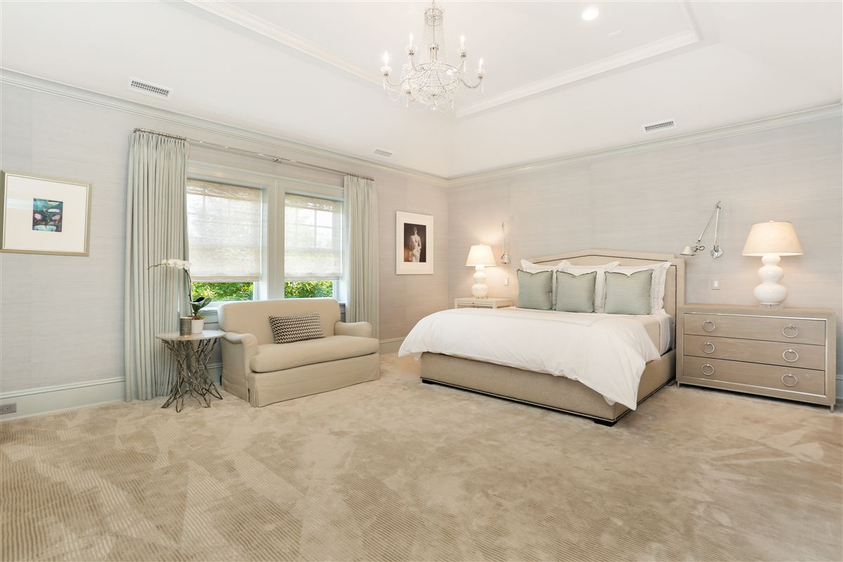 updated home in great riverside location luxury homes