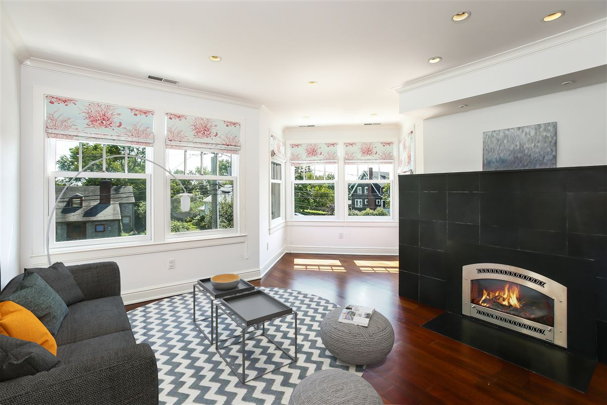 Mansions in custom home in the Rowayton Beach Association