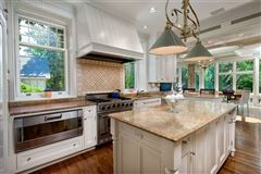 Luxury homes in Belle Haven Fairholme Estate