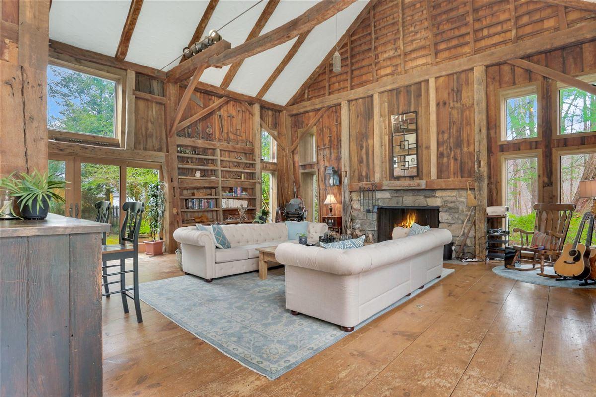 Luxury homes Enchanting four acre estate