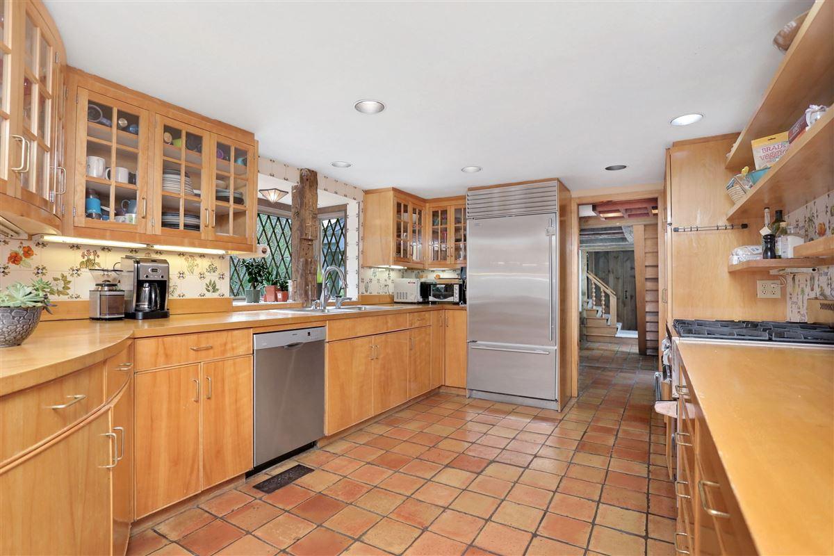 Luxury properties Enchanting four acre estate