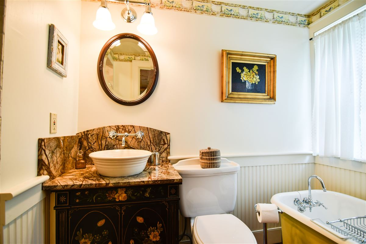 Luxury homes delightful 64 acre retreat in clinton