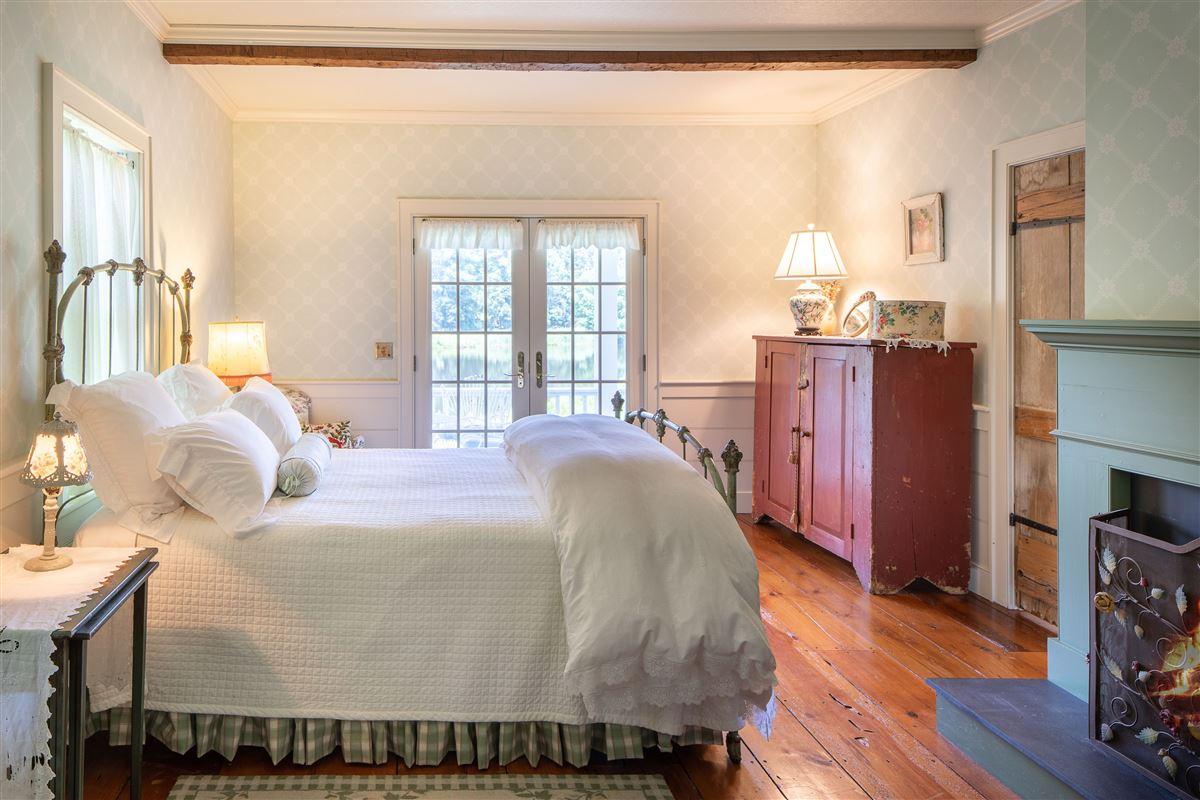 delightful 64 acre retreat in clinton luxury homes