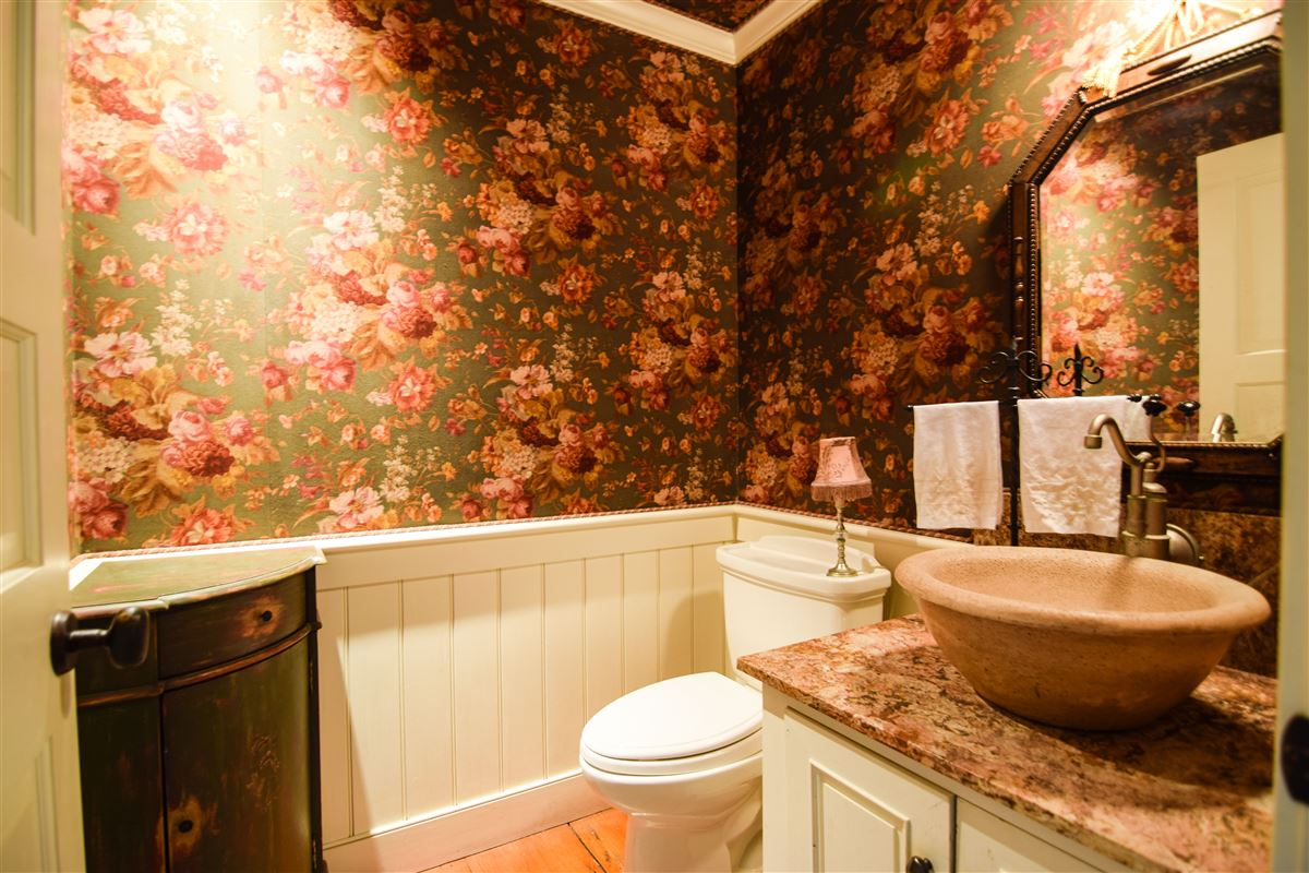 delightful 64 acre retreat in clinton luxury real estate
